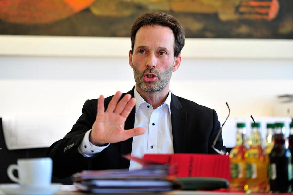 """Zwickaus Tiefbauamtsleiter Thomas Pühn (51) nennt den Röhrensteg das gegenwärtige """"Sorgenkind"""" bei den Baumaßnahmen."""