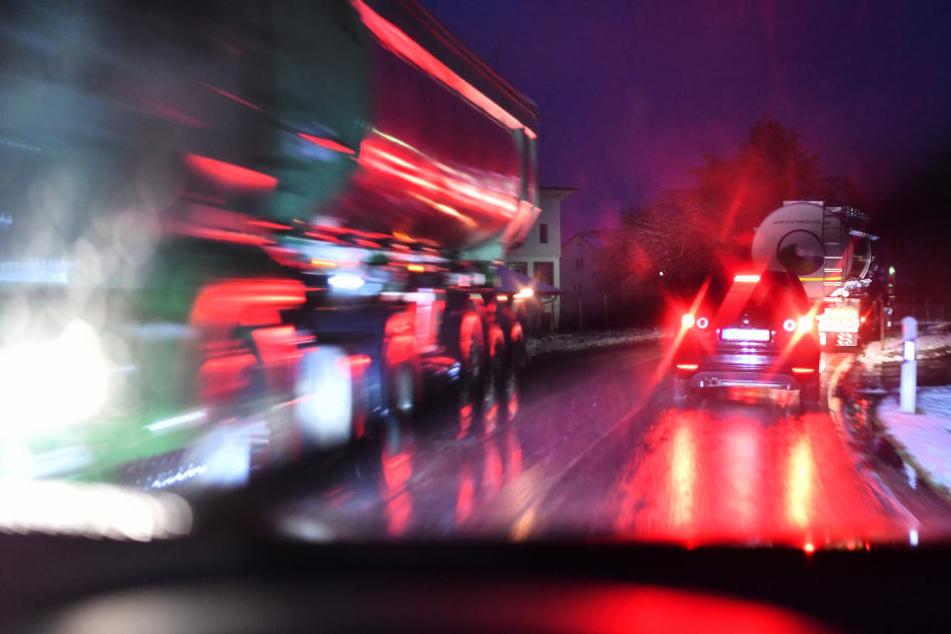 Auf der A5 kam es binnen einer Stunde zu drei Autounfällen. (Symbolbild)