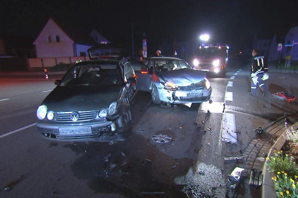 In Liemehna bei Jesewitz ist es Mittwochnacht zu einem schweren Verkehrsunfall gekommen. Dabei sind zwei Autos miteinander kollidiert.