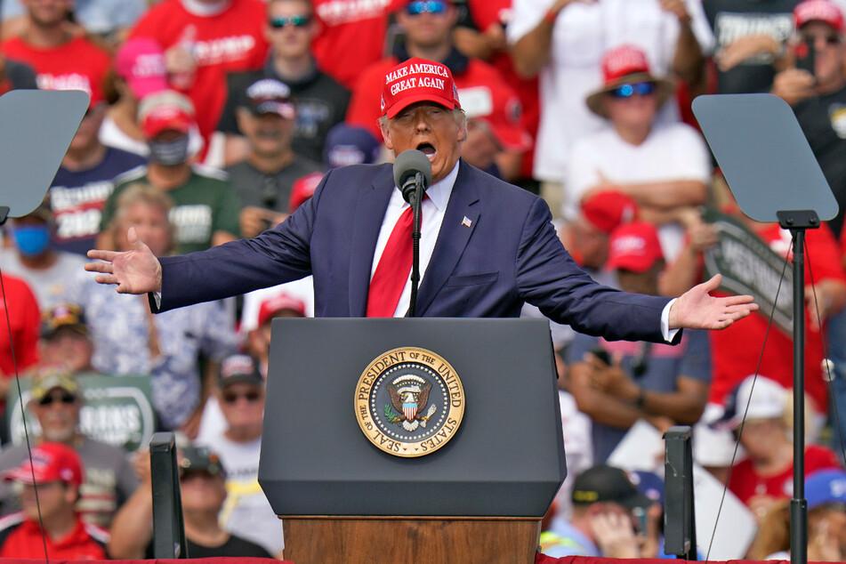 Donald Trump (77), Präsident der USA, während einer Wahlkampfkundgebung am Donnerstag vor dem Raymond James Stadium in Tampa.