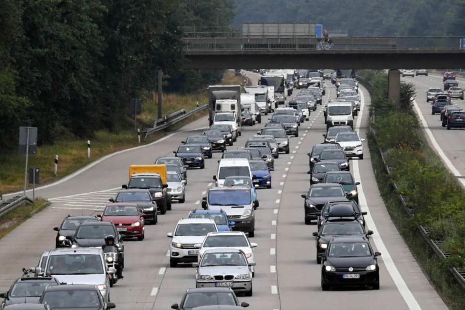 Von Samstag- bis Sonntagabend müssen sich Verkehrsteilnehmer auf Unannehmlichkeiten einstellen. (Symbolbild)