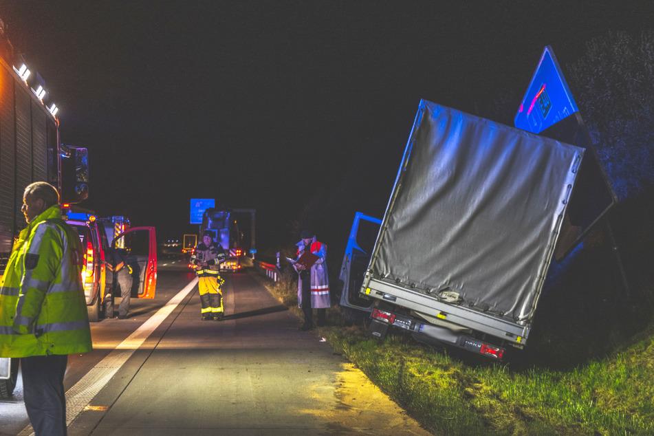 Unfall A4: Unfall A4: Kleintransporter kracht in Begleitfahrzeug von Schwerlasttransport