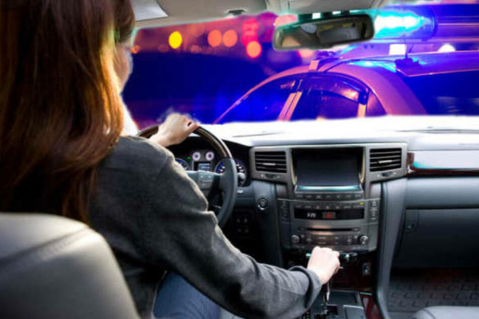 Angefangen hat die Chaos-Fahrt, in dem die Frau einem anderen Fahrer die Vorfahrt nahm. (Symbolbild)