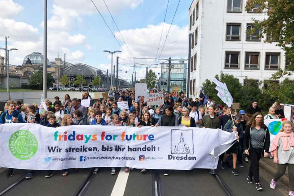 """Die """"Fridays for Future""""-Bewegung hat Dresden heute voll im Griff."""