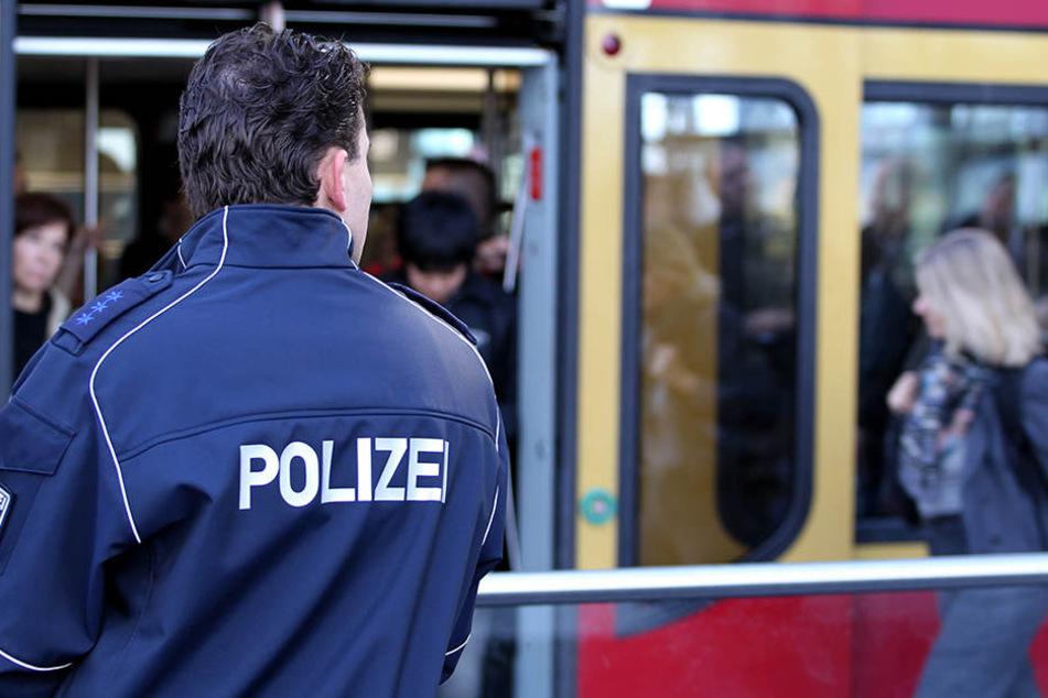 Am Donnerstagmorgen musste die Bundespolizei ausrücken, um die Angreiferin in der S5 festnehmen zu können.