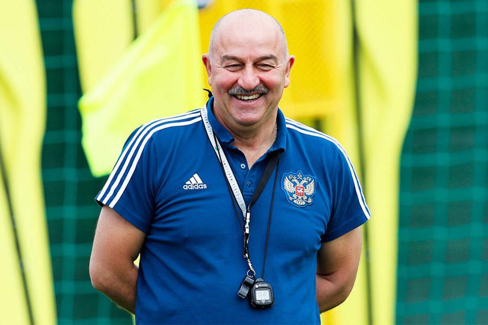 Auch Russlands Nationaltrainer Stanislaw Tschertschessow sorgte für Erheiterung.