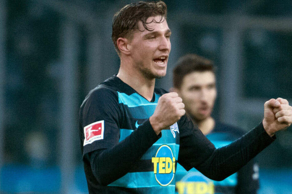 Niklas Stark jubelt nach dem 3:0 bei Borussia Mönchengladbach.