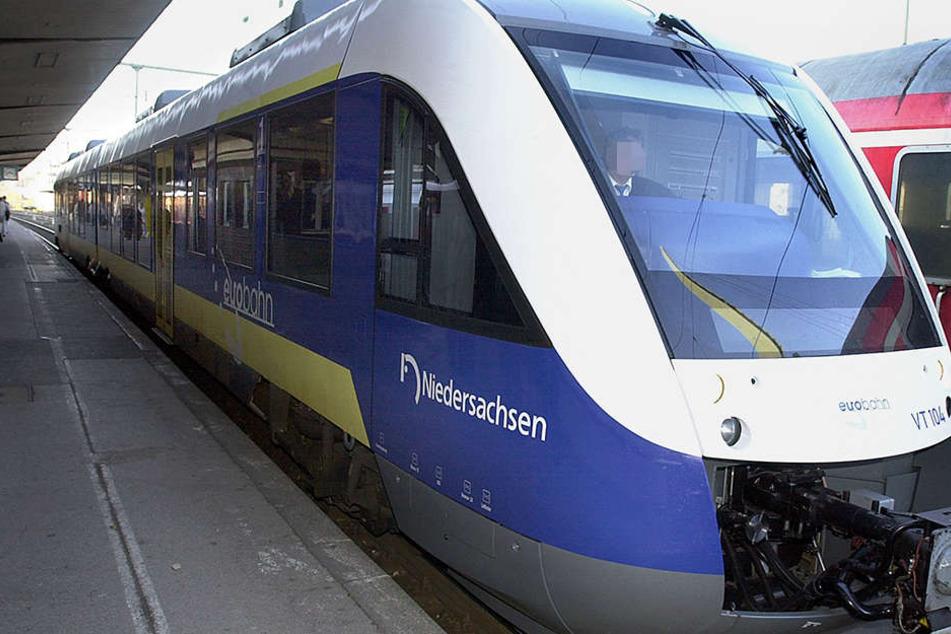 Ein Fahrgast der Eurobahn ging auf einen Zugbegleiter los.