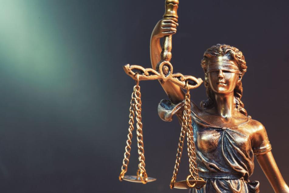 Die Männer müssen sich vor dem Landgericht Berlin verantworten. (Smybolbild)