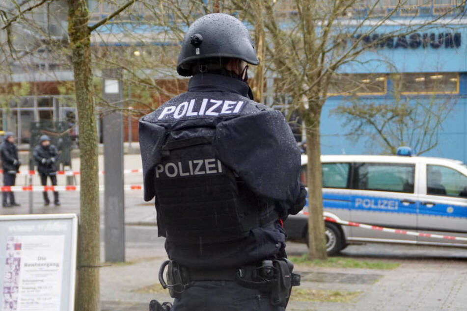 Die Polizei sicherte die Gymnasien ab.