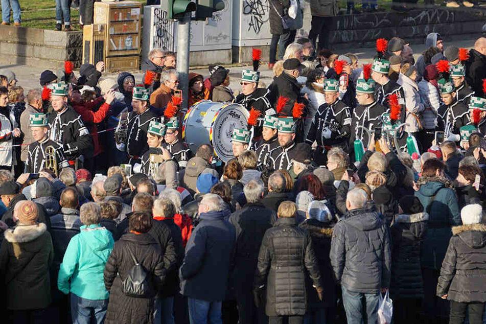 Mehr als 600 Trachtenträger sind bei der Parade dabei.