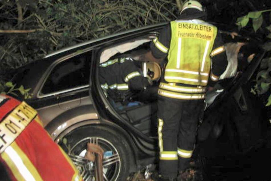 Die Feuerwehr untersuchte nach dem Crash die Unfallstelle.