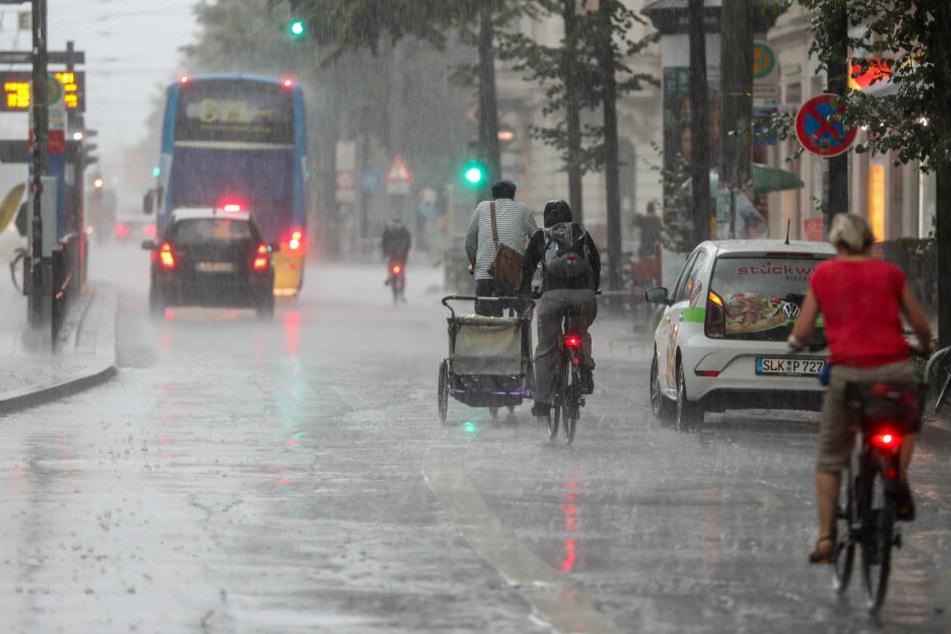 Am Sonntag muss wieder mit unwetterartigem Regen und sogar Hagel gerechnet werden.