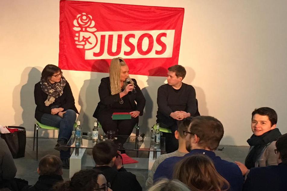 Diskutierten in Leipzig über den Koalitionsvertrag: Katja Pähle (l.) und Kevin Kühnert (r.). In der Mitte: Moderatorin Irena Rudolph-Kokot.