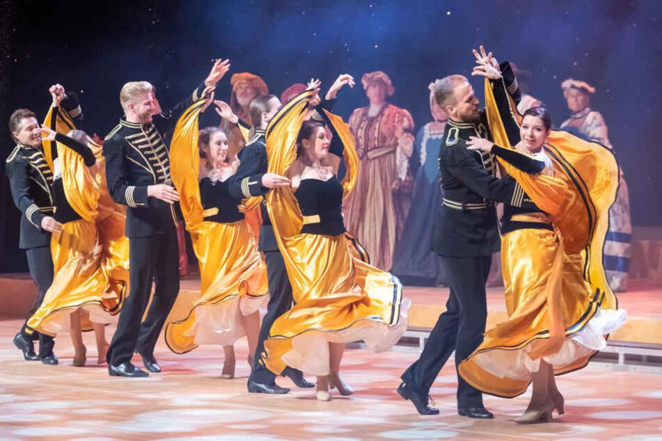 Die Tänzer der Tanzschule Köhler-Schimmel schwebten zur Herbstgala übers Parkett.
