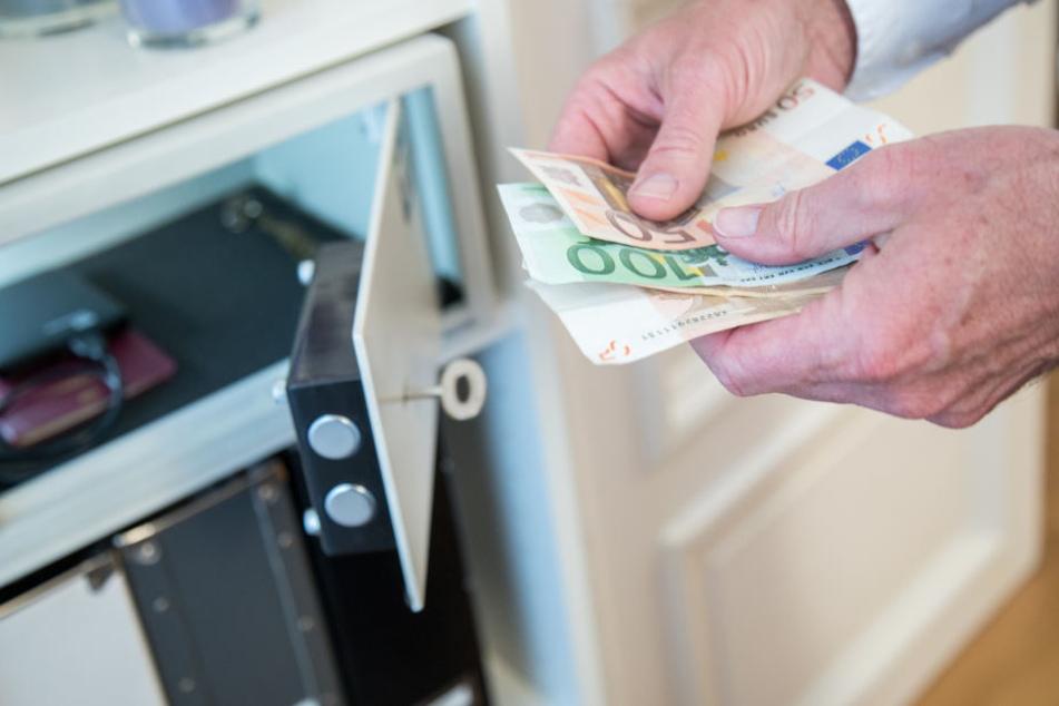 In dem Tresor befanden sich mehrere Zehntausend Euro. (Symbolbild)
