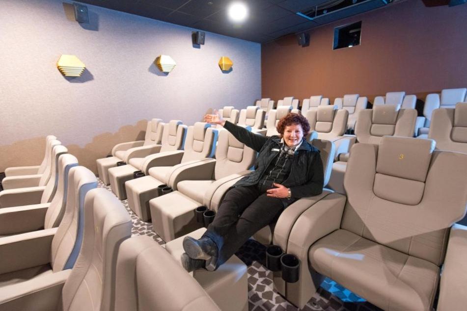 Theaterleiterin Kathrin Swoboda ist stolz auf die neuen, schicken Kinosäle.