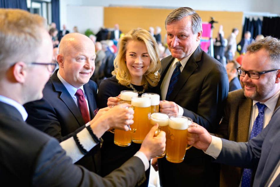 Der FDP-Bundestagsabgeordnete Christian Jung (ganz rechts im Bild) fordert, dass wegen der drohenden Schnakenplage der Katastrophenfall für den Landkreis Karlsruhe ausgerufen wird.
