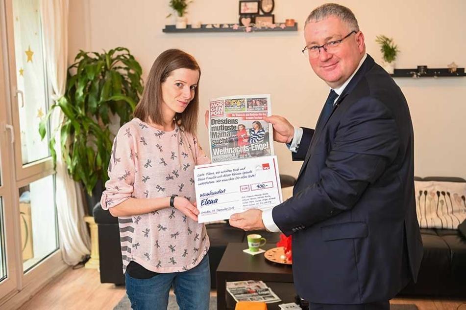 SPD-Politiker Thomas Baum (53) besuchte die Familie mit Spenden-Kuvert, zollte Mutter Marie Lorentschk (34) Respekt für ihre Kraft und Mut.