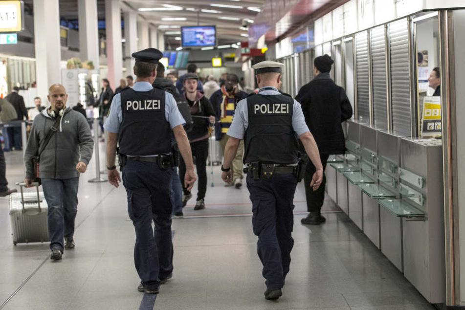 Am Flughafen Berlin-Schönefeld fand die Polizei die Frau.