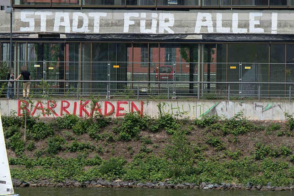 """Mit dem Spruch """"Stadt für alle"""" machen immer wieder Gruppen auf die Wohnungsnot in Frankfurt aufmerksam."""
