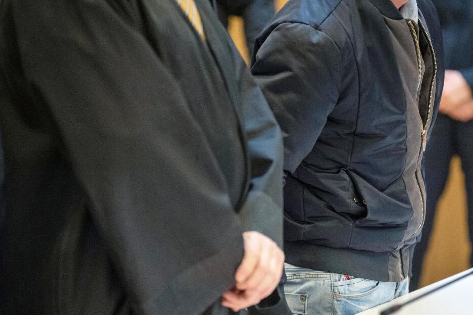 Vor einem Landgericht müssen sich zwei Männer verantworten. (Symbolbild)