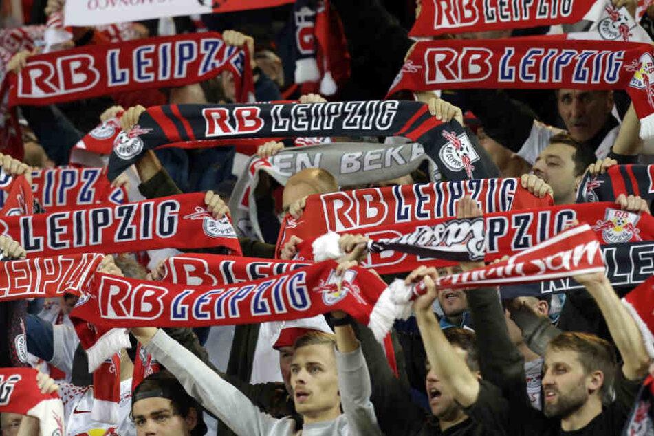 Die Fans von RB Leipzig werden zum Heimspiel gegen Hertha BSC am Sonntag Schweigeminuten einlegen.