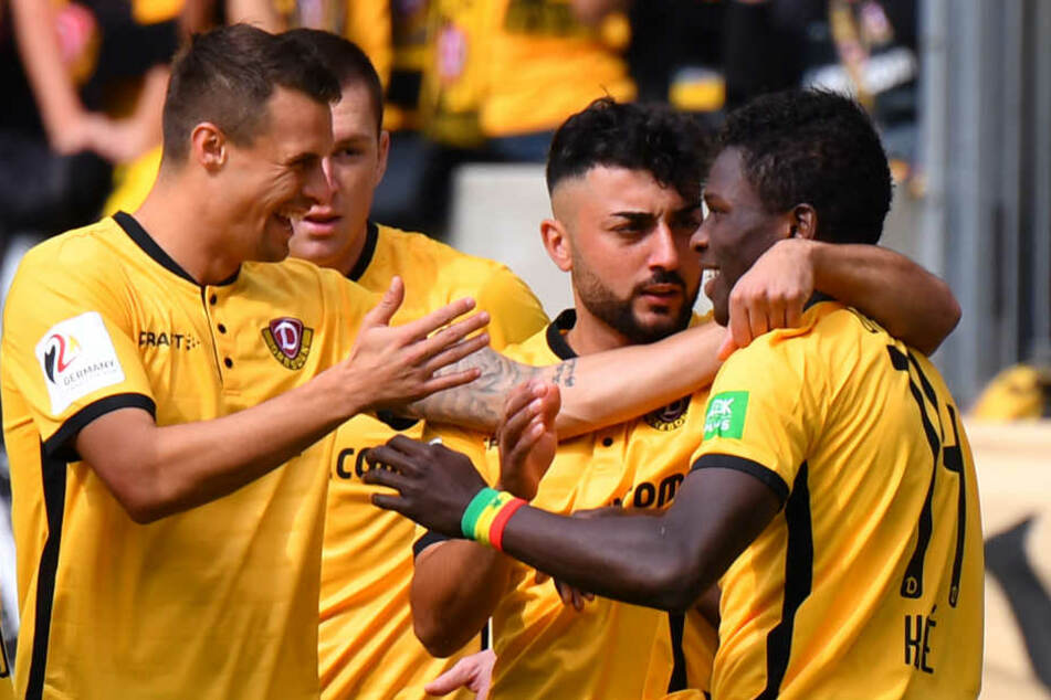 Moussa Koné traf per Foulelfmeter schon nach drei Minuten zum 1:0 für Dynamo. Auch Aias Aosman (2.v.r.) machte ein starkes Spiel.