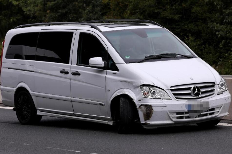 Der silberne Mercedes Vito war in den Unfall verwickelt.