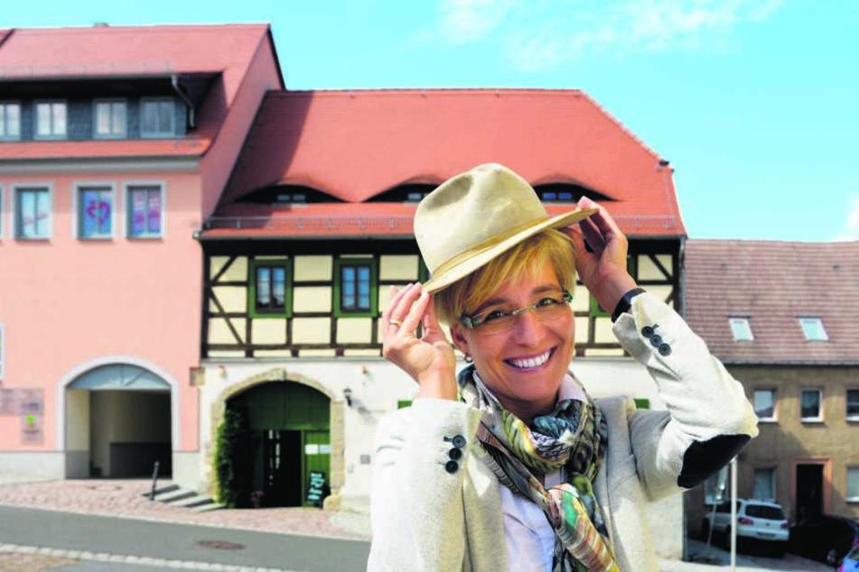 Bürgermeisterin Anita Maaß (42, FDP) wüsste schon, wie sie den Star empfangen würde.In diesem Haus an der Döbelner Straße hatte Terence Hill als kleiner Junge gewohnt.