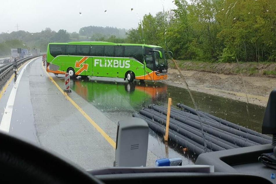 Fredy Koller traut seinen Augen nicht: Der Flixbus-Fahrer versuchte zu wenden, um als Geisterfahrer in Richtung Österreich zu fahren.