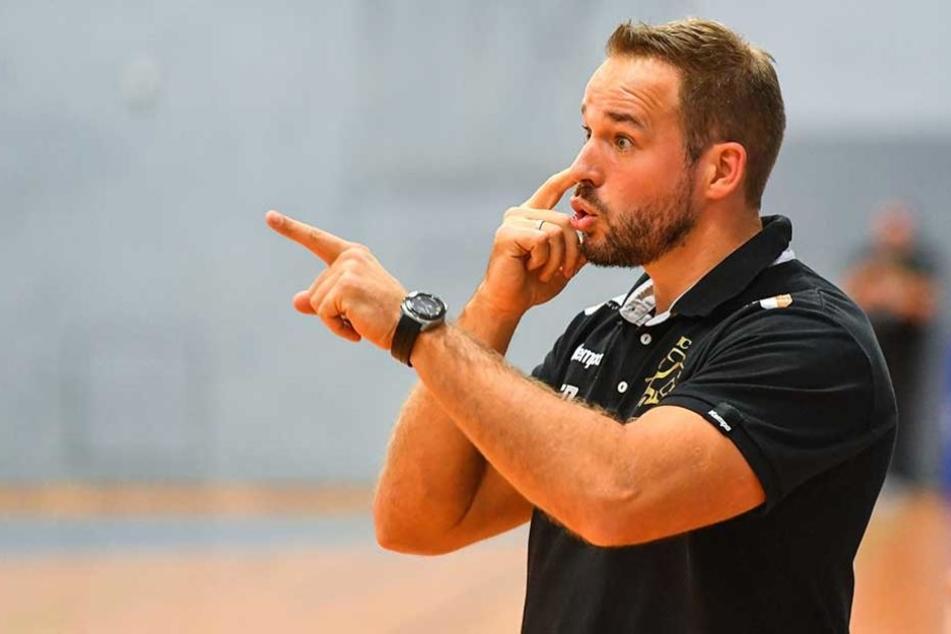 Dresdens Trainer Christian Pöhler könnt diesmal nicht mit der Leistung seiner Mannschaft zufrieden sein (Archivbild).
