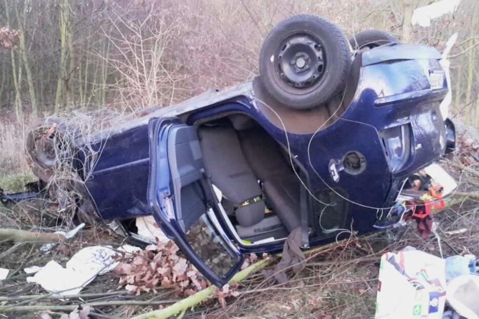 Der Fahrer musste befreit und ins Krankenhaus gebracht werden.