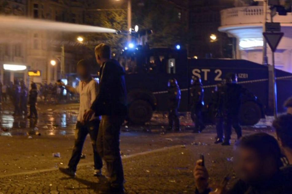 Zahlreiche Anhänger des 1. FC Magdeburg hatten sich im vergangenen Jahr heftige Ausschreitungen mit der Polizei geliefert.