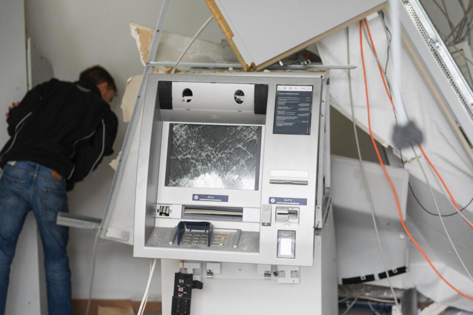 Sie sprengten Geldautomaten, richteten Chaos an und flüchteten: Jetzt stehen die Männer vor Gericht