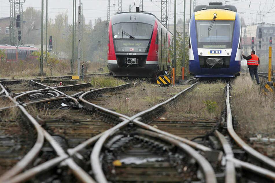 Spielende Kinder auf den Gleisen: Zugführer muss Notbremsung durchführen