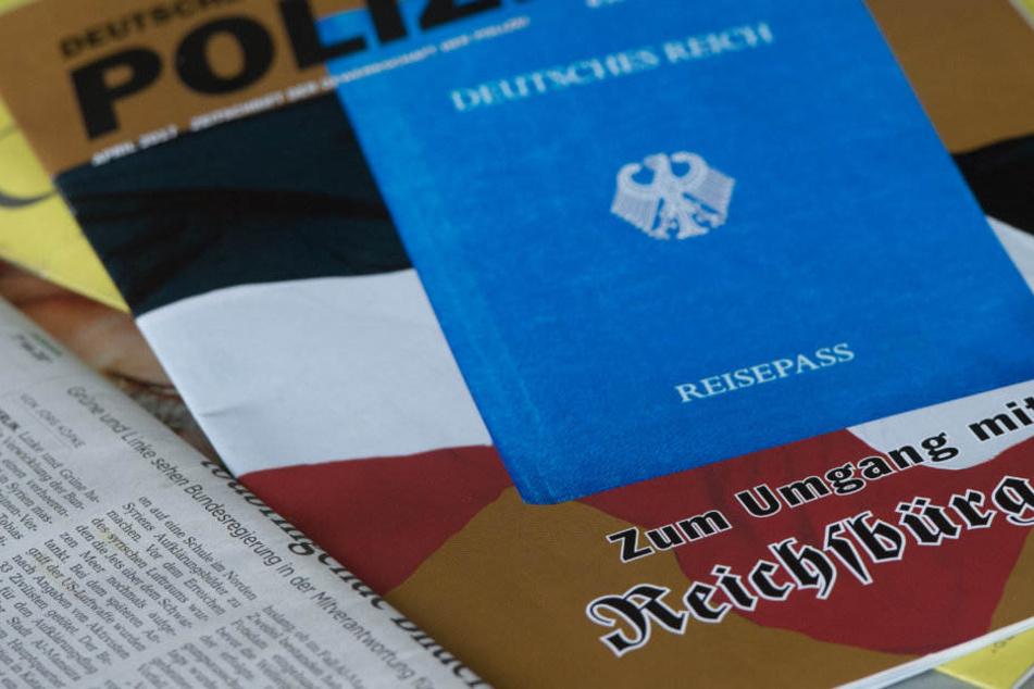 """Bei den Reichsbürgern wurden Ausweise des """"Deutschen Reichs"""" gefunden. (Symbolbild)"""