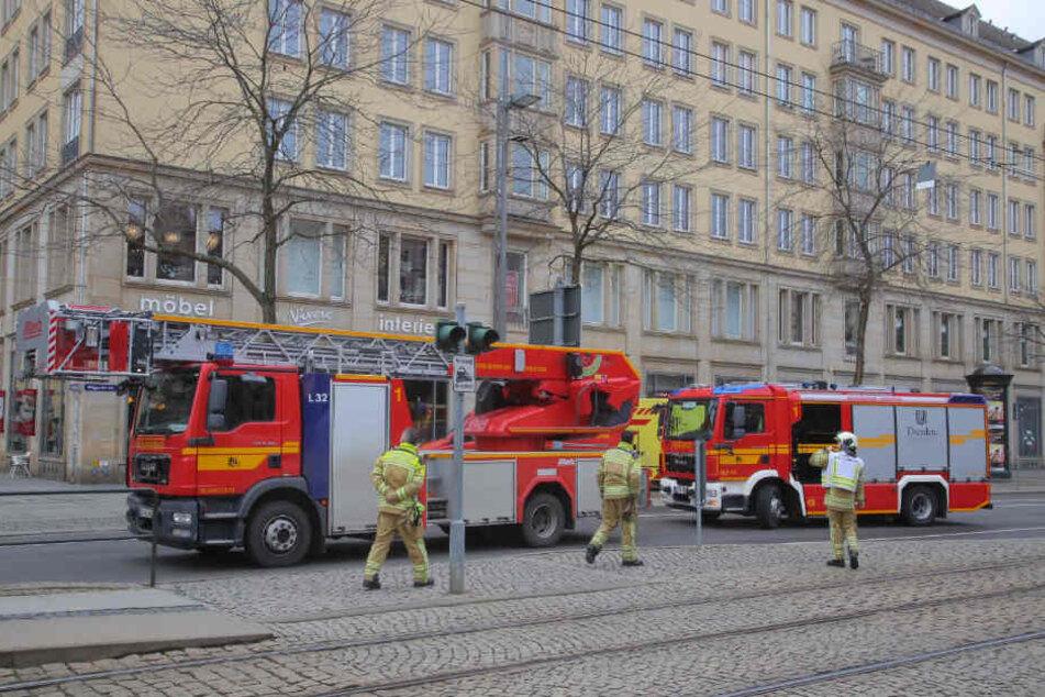 Die Dresdner Feuerwehr ist in der Altstadt im Einsatz.