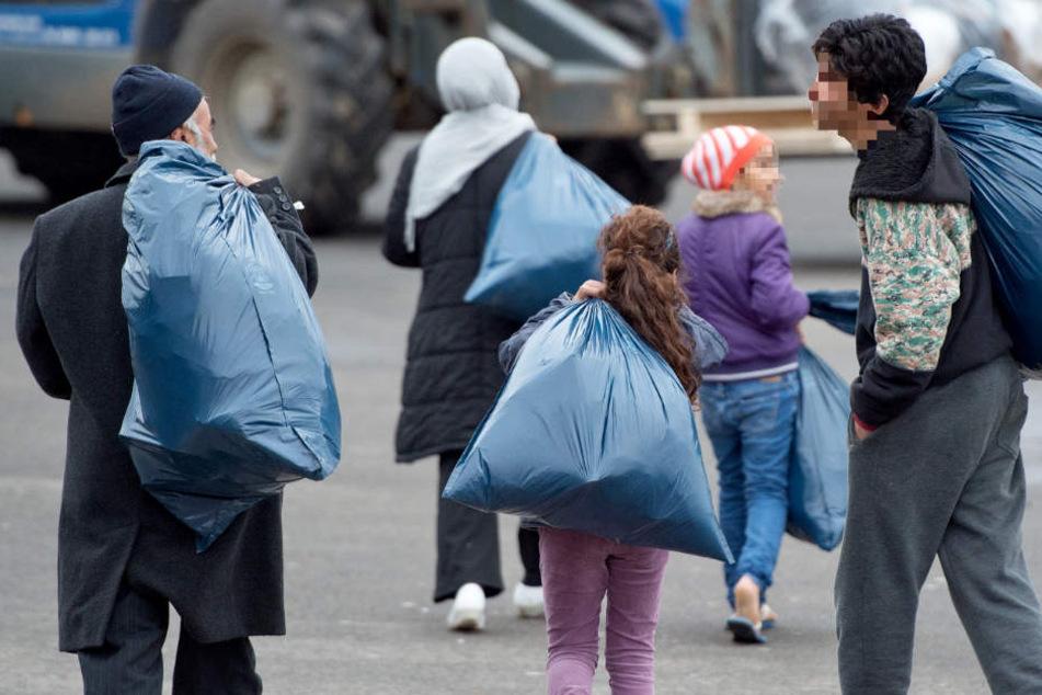 Das Foto zeigt eine Gruppe Flüchtlinge, die im Februar 2015 in Hessen eintrafen.