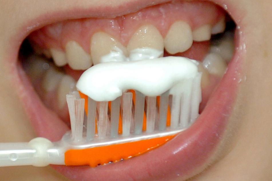 Ab sechs Jahren brauchen Kinder keine eigene (Kinder-)Zahnpasta mehr.
