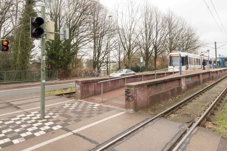 Eine Stadtbahn der Linie 4 erfasste das Kind am Bültmannshof.