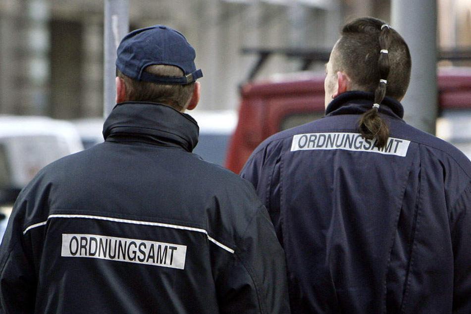 Das Ordnungsamt in Mitte verteilt vom 27 - 29. Dezember nicht nur Knöllchen. (Symbolbild)