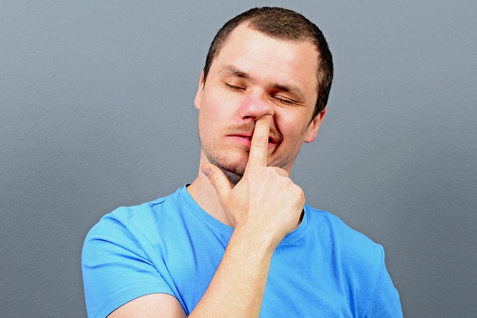 In der Nase bohren und die Popel anschließend verspeisen? Klingt eklig, soll aber echt gesund sein.