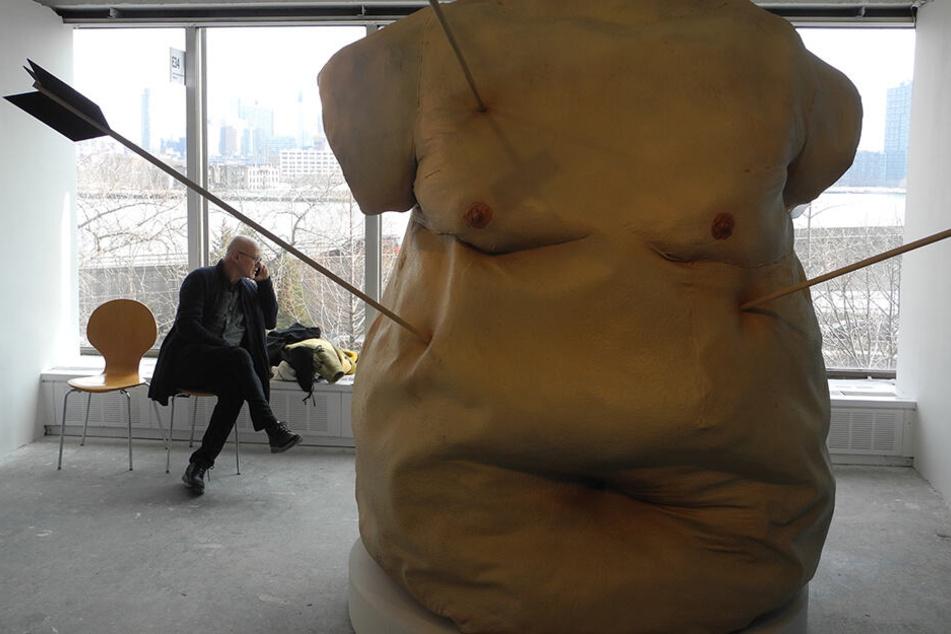 """Die Arbeit """"Tipping Point"""" der Künstler Jen Catron und Paul Outlaw ist auf der Kunstmesse Spring/Break zu sehen."""