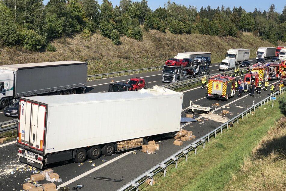 Autobahn gleicht Schlachtfeld: Tödlicher Zusammenstoß zweier Lkws auf der A6