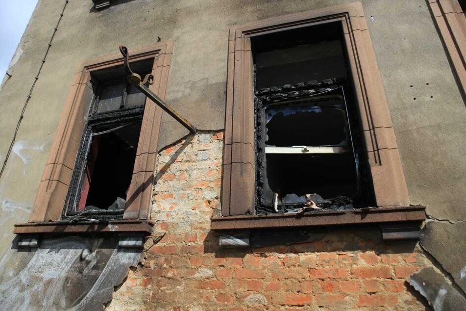 Die vom Brand betroffene Wohnung im Erdgeschoss des Gebäudes ist glücklicherweise derzeit nicht bewohnt.