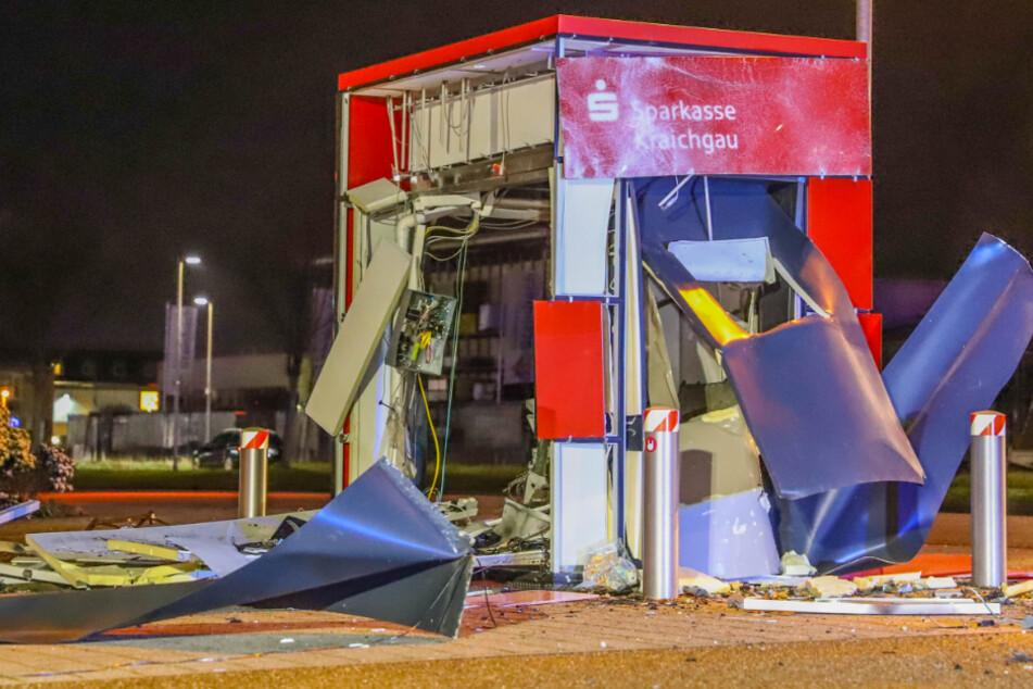 Der Geldautomat wurde völlig zerstört.