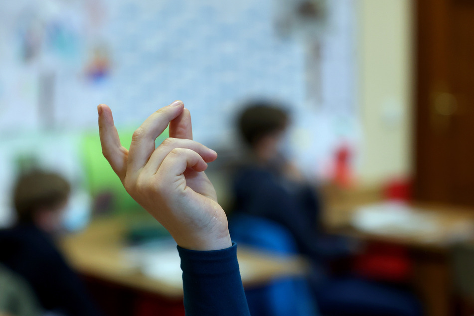 Die Kinder der 1. bis 3. Klasse sind nach gut zwei Monaten Homeschooling schon seit dem 22. Februar wieder im Wechselunterricht (Symbolbild).