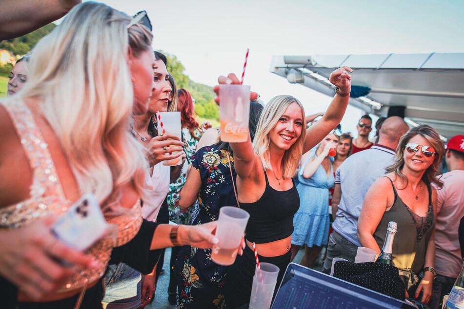 Bei kühlen Drinks feierten nicht nur die Mädels zur House-Musik.