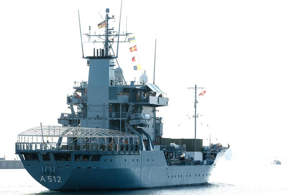 """Das Marineschiff """"Mosel"""" läuft von Kiel aus ins Mittelmeer aus, wo es sich an der """"Operation Sophia"""" beteiligt."""